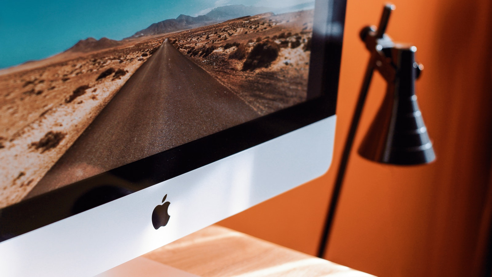 close-up-photography-of-imac-turned-on-1034650.jpg